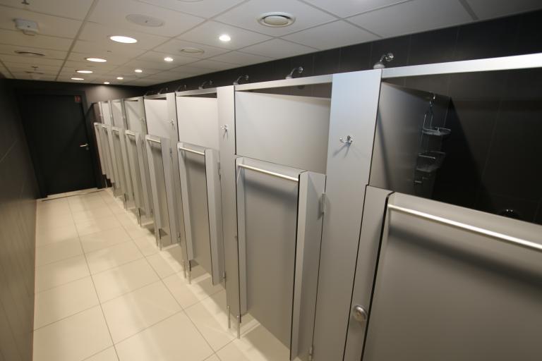 Sprchové kouty s křídlovými dveřmi